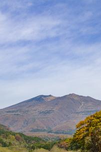 秋色の蔵王とやまびこ吊り橋付近の写真素材 [FYI01259348]