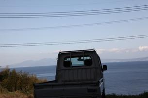 海と空とトラックの写真素材 [FYI01259437]
