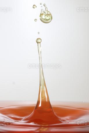 水滴のハイスピード撮影の写真素材 [FYI01259471]