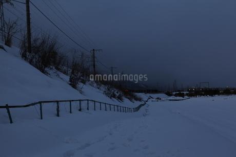 雪の夜の写真素材 [FYI01259580]