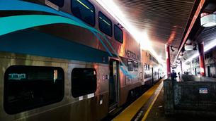 ロサンゼルス駅でのメトロリンクの写真素材 [FYI01259612]