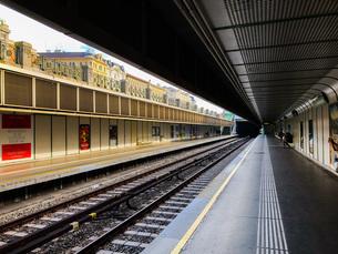 ウイーン地下鉄の駅での写真素材 [FYI01259625]