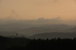 雨上がりの丘陵地帯 美瑛町の写真素材 [FYI01259697]