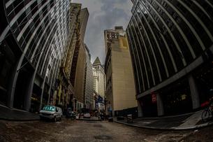 ニューヨーク・ウォール街の街並みの写真素材 [FYI01259744]