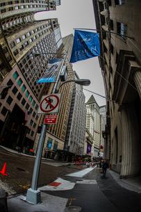 ニューヨーク・ウォール街の街並みの写真素材 [FYI01259745]