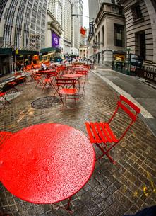 ニューヨーク・ウォール街の街並みの写真素材 [FYI01259746]