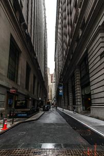 ニューヨーク・ウォール街の街並みの写真素材 [FYI01259748]