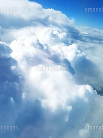 サントリーニ島 イアの上空 santorini oiaの写真素材 [FYI01259988]