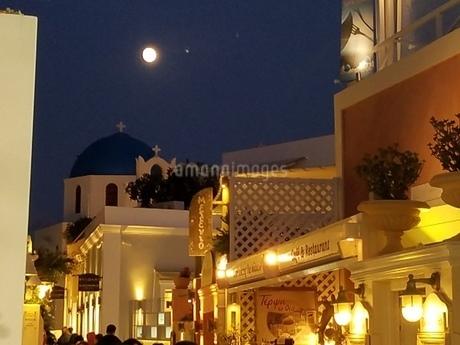 サントリーニ島 イアの月夜 santorini oiaの写真素材 [FYI01259990]