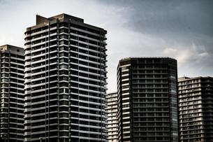 横浜・みなとみらいの街並み(モノクローム)の写真素材 [FYI01260042]