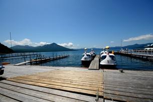 北海道支笏湖の春の風景の写真素材 [FYI01260175]