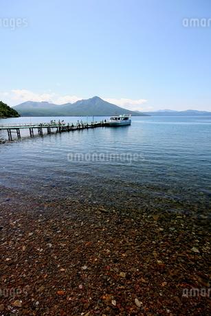 北海道支笏湖の春の風景の写真素材 [FYI01260182]
