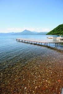 北海道支笏湖の春の風景の写真素材 [FYI01260195]