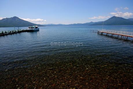 北海道支笏湖の春の風景の写真素材 [FYI01260200]