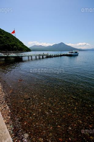 北海道支笏湖の春の風景の写真素材 [FYI01260206]