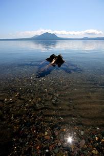 北海道支笏湖の春の風景の写真素材 [FYI01260220]