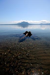 北海道支笏湖の春の風景の写真素材 [FYI01260221]