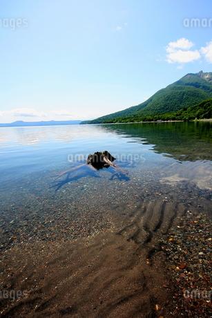 北海道支笏湖の春の風景の写真素材 [FYI01260223]