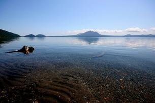 北海道支笏湖の春の風景の写真素材 [FYI01260237]