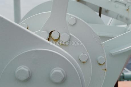 白いクランクの機械とボルトの写真素材 [FYI01260307]