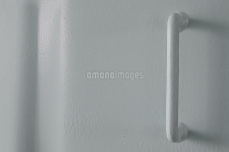 白い壁に溶接された白いパーツの写真素材 [FYI01260309]