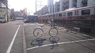 電車と自転車の写真素材 [FYI01260446]