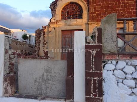 サントリーニ島 イアの廃屋 santorini oiaの写真素材 [FYI01260461]