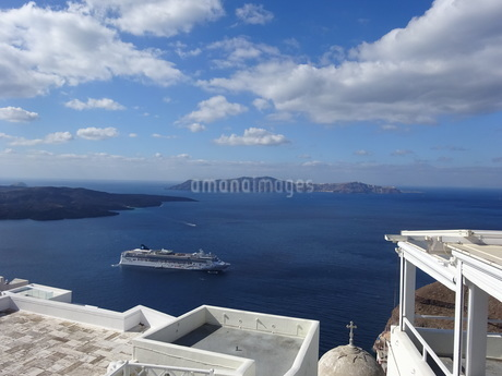 サントリーニ島 フィラの海 santorini firaの写真素材 [FYI01260463]