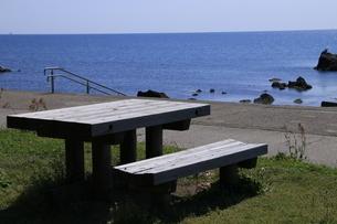 海辺のベンチの写真素材 [FYI01260520]