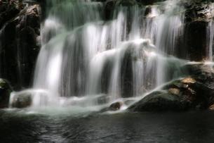 美しい滝の写真素材 [FYI01260536]