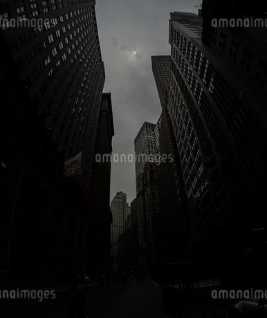 ニューヨーク・ウォール街の街並みの写真素材 [FYI01260574]