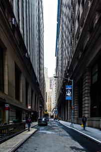 ニューヨーク・ウォール街の街並みの写真素材 [FYI01260575]