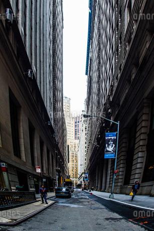 ニューヨーク・ウォール街の街並みの写真素材 [FYI01260576]