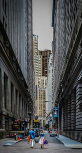 ニューヨーク・ウォール街の街並みの写真素材 [FYI01260580]