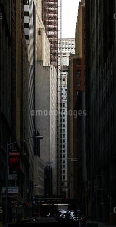 ニューヨーク・ウォール街の街並みの写真素材 [FYI01260581]
