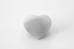 ハート型の岩塩の写真素材 [FYI01261023]
