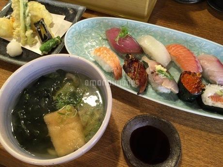 お寿司ランチの写真素材 [FYI01261142]