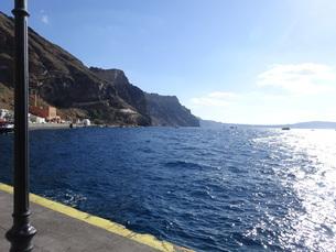 サントリーニ島 フィラの海 santorini firaの写真素材 [FYI01261322]