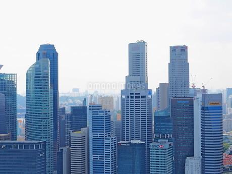 シンガポール 高層ビル群の写真素材 [FYI01261360]