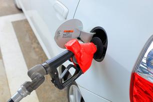 給油 ガソリンスタンドの写真素材 [FYI01261467]