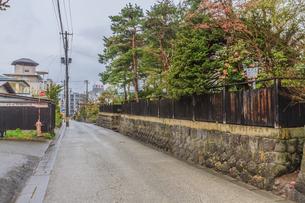 春の上山の武家屋敷通りの風景の写真素材 [FYI01261719]