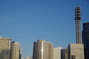 横浜道なとみらいビル群の写真素材 [FYI01261858]