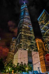 夜のワンワールドトレードセンター(ニューヨーク)の写真素材 [FYI01262033]