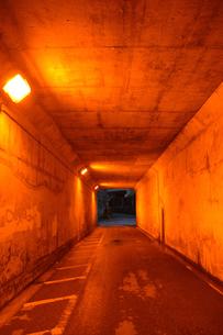オレンジ色のトンネルの写真素材 [FYI01262703]