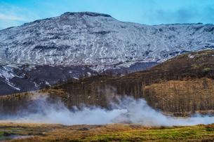 アイスランドの雪山と青空の写真素材 [FYI01262711]
