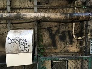 渋谷駅周辺 雑居ビルの排気口の写真素材 [FYI01263228]