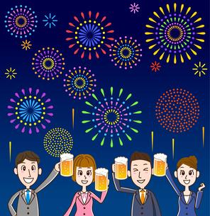 ビールで乾杯 花火背景のイラスト素材 [FYI01263349]