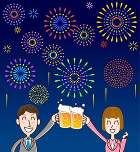花火背景 ビールで乾杯のイラスト素材 [FYI01263356]