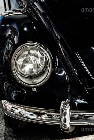 レトロな自動車のヘッドライトの写真素材 [FYI01263494]