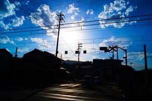 青空と電柱のイメージの写真素材 [FYI01263625]